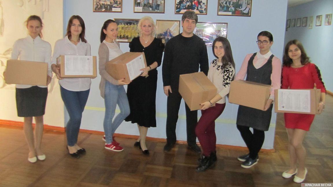 Новогодние подарки от будущих учителей детям Донбасса