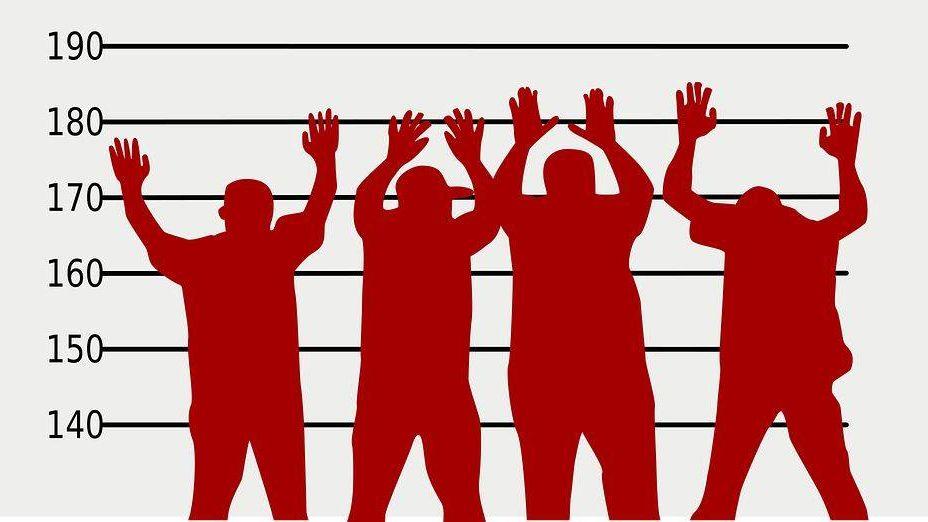 Служащих томской компании подозревают внезаконной легализации мигрантов