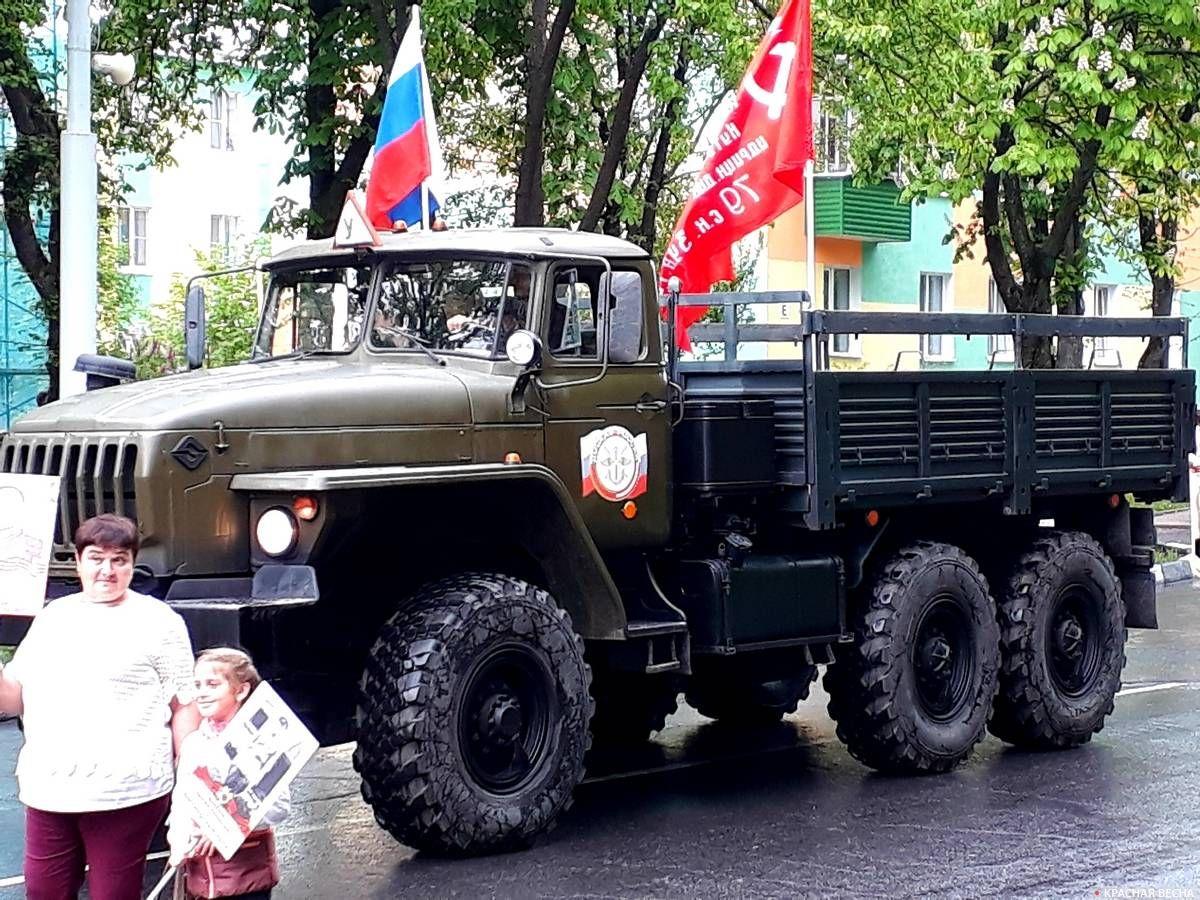 Знамя Победы над колонной Бессмертного полка.Губкин. 09.05.2019