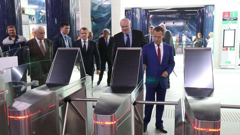 Дмитрий Медведев на новой станции метро в Санкт-Петербурге
