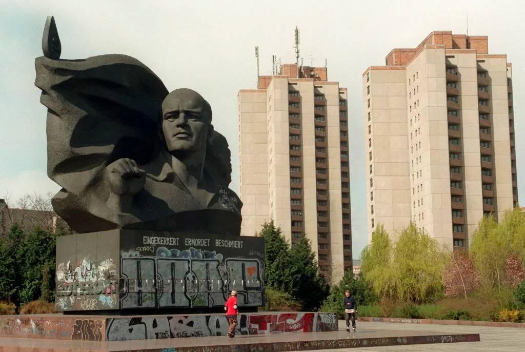 Памятник Эрнсту Тельману в Берлине
