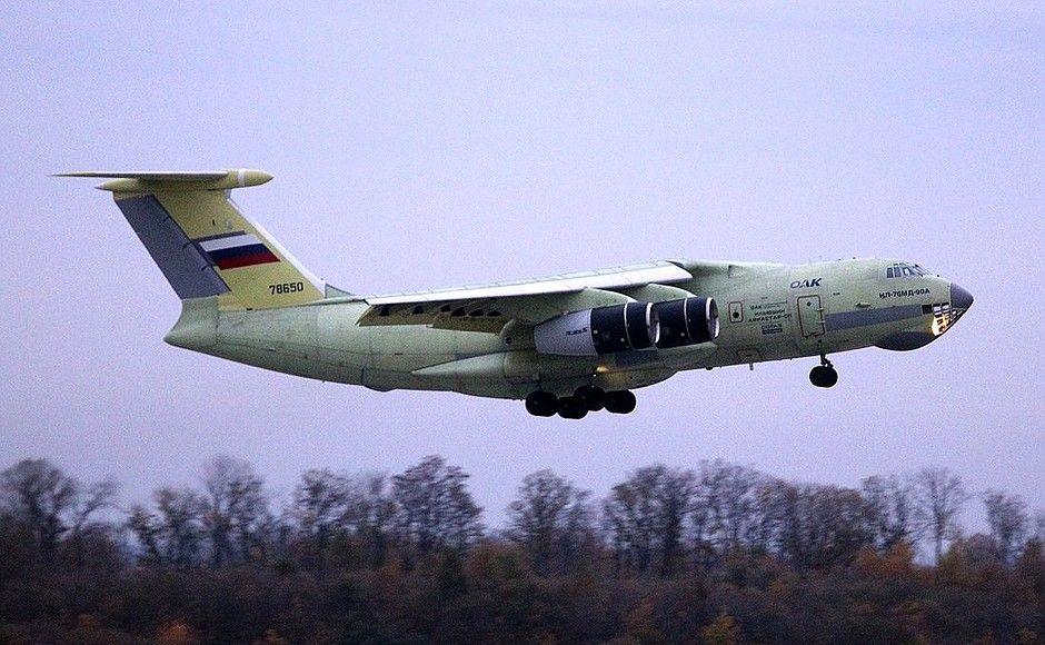 Самолет Ил-76МД в воздухе