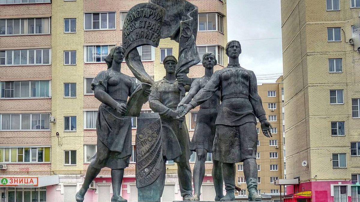"""Памятник в честь """"Договора тысяч"""""""