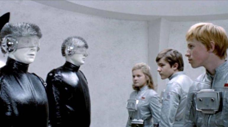 Люди и роботы. Цитата из х/ф «Отроки во Вселенной». Режиссёр Ричард Викторов, СССР, 1974