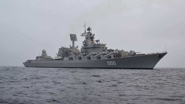 Российский крейсер попал в шторм