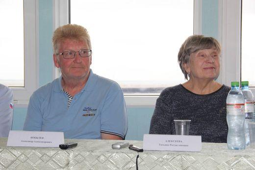 Президент ФПС Нижегородской области А.А. Бобылев (слева) и дочь Р.Е. Алексеева Татьяна (справа)
