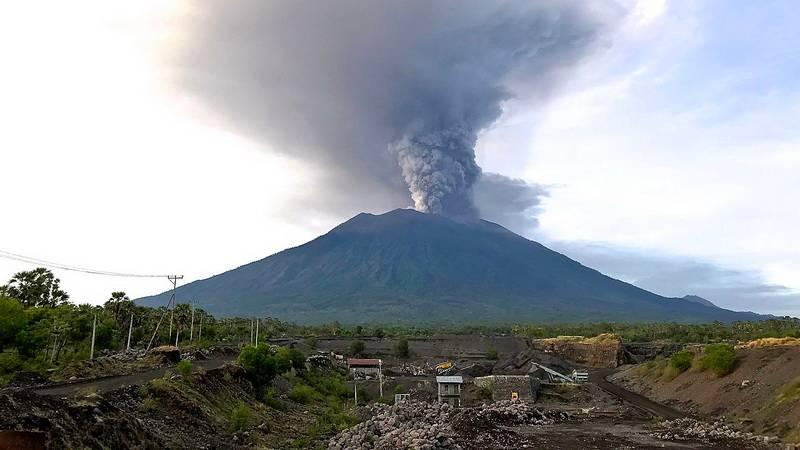 Извержение вулкана Агунг. остров Бали