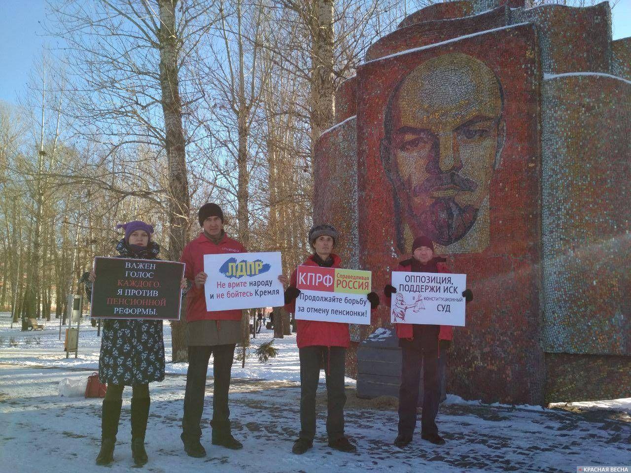 Пикет против пенсионной реформы в Казани 1 декабря