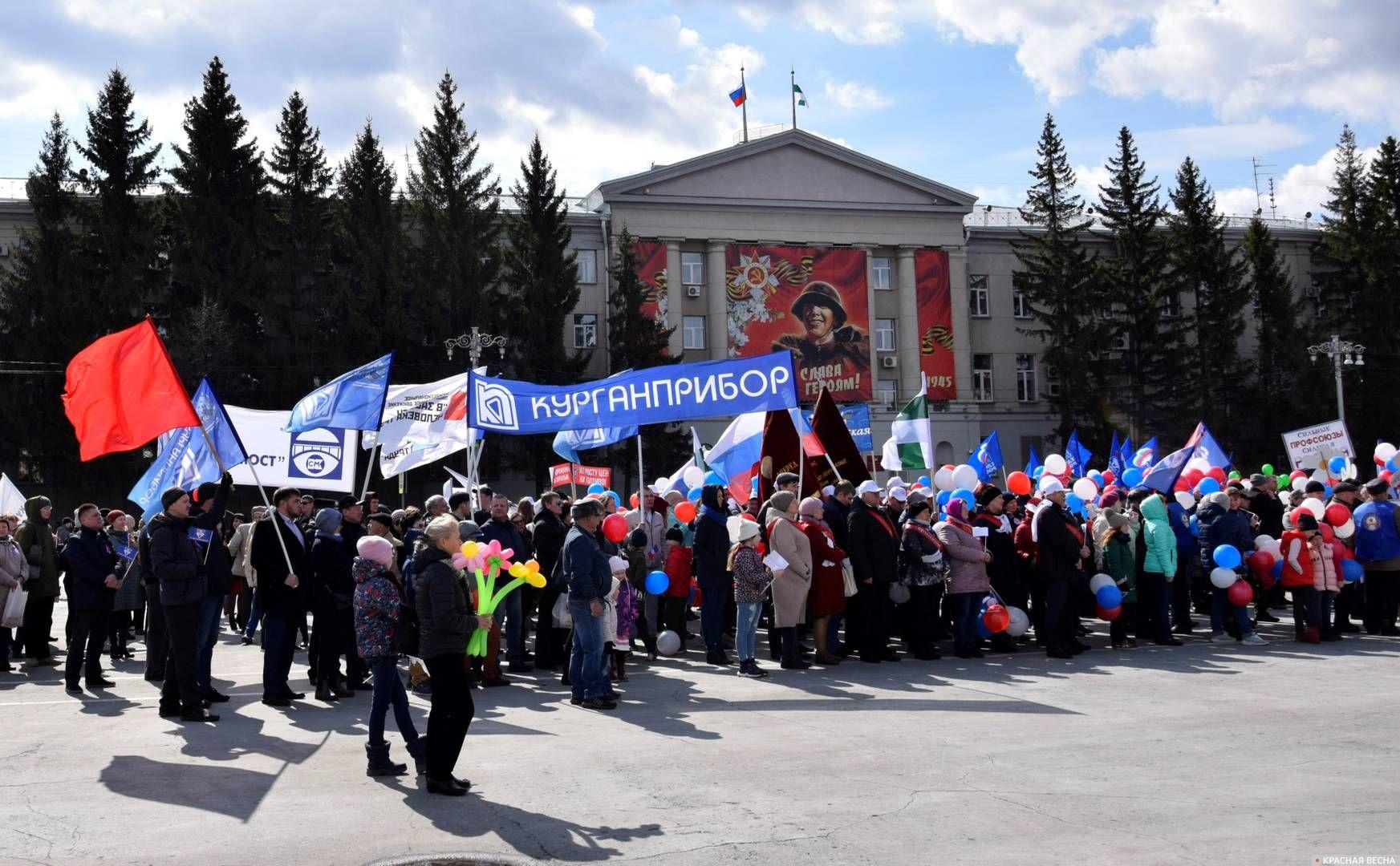Заводские профсоюзы вышли на первомайскую демонстрацию, организованную властями